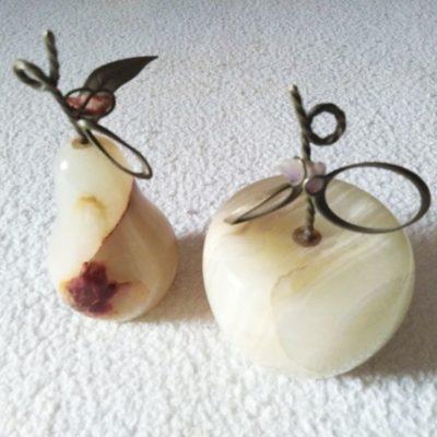 Mela e Pera in Onice, Metallo e Pietra portafortuna
