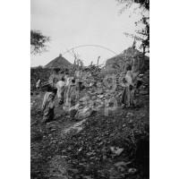 Africa Orientale Italiana - Indigeni al villaggio
