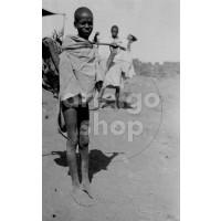 Africa Orientale Italiana - Piccolo venditore di galline