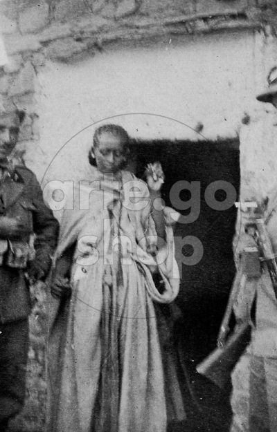 Africa Orientale Italiana - Una filatrice indigena