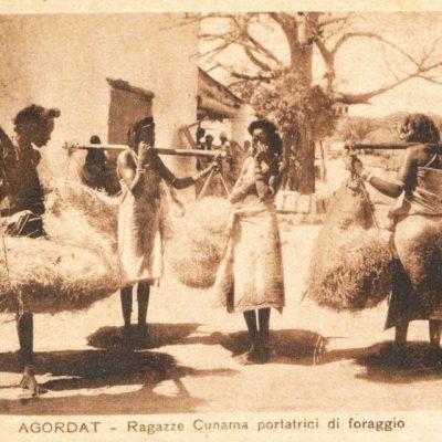 Africa Orientale Italiana - Ragazze Cunama portatrici di foraggio