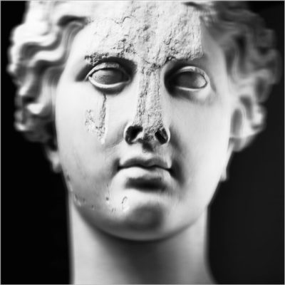 Anche le statue muoiono. Conflitto e patrimonio tra antico e contemporaneo