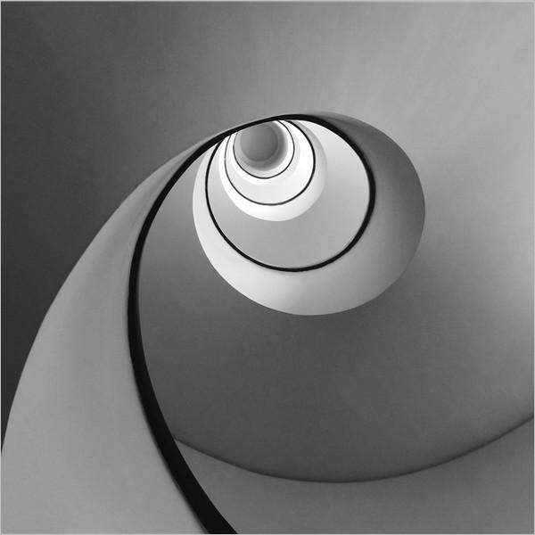 Ettore Testaverde. Geometrie - fuori dagli schemi