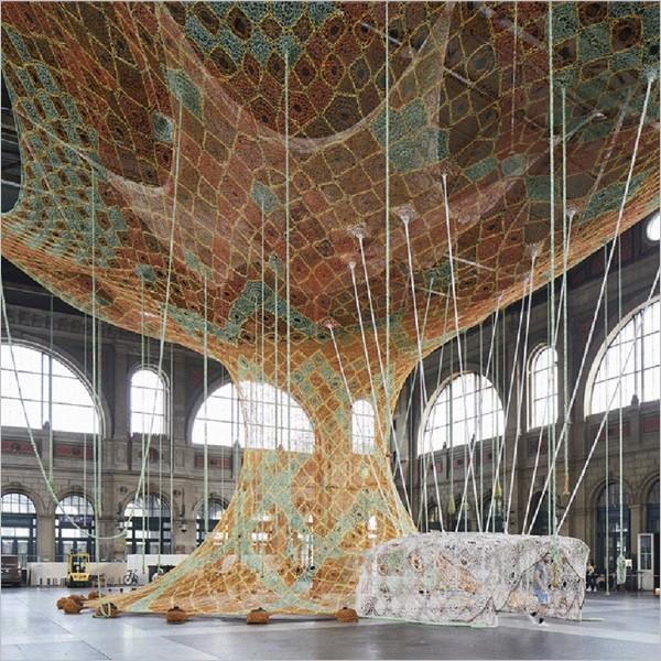 Installazione: Ernesto Neto. Gaia Mother Tree