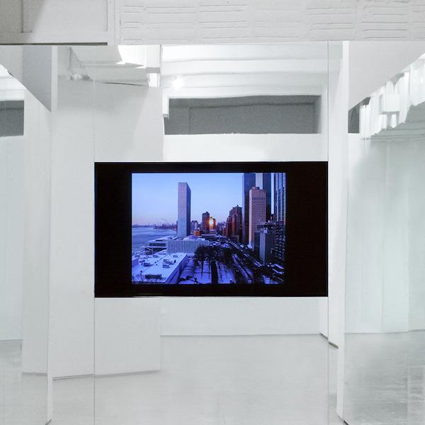Liam Gillick. In piedi in cima a un edificio: film 2008-2019