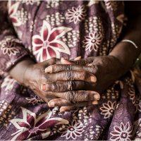 Talking hands. Tre racconti al femminile per Nowalls