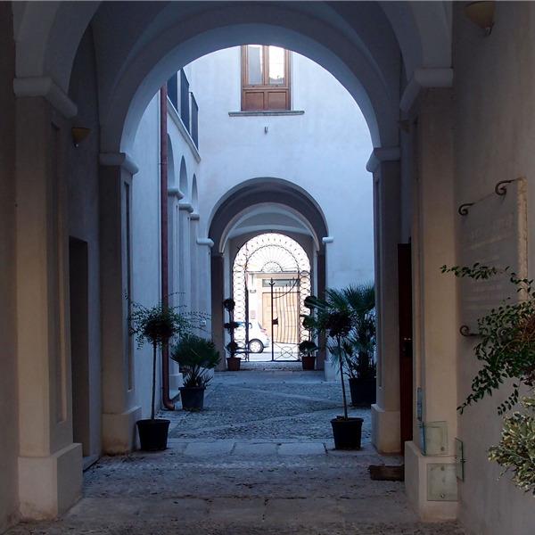Le sale dedicate alla colonia di Locri. Il nuovo allestimento a Palazzo Nieddu