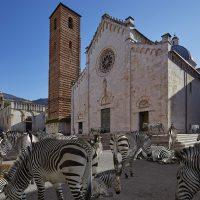 Erratico - A Pietrasanta gli scatti di Herreman e le sculture di Cavenago