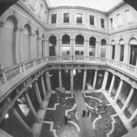 """Palazzo Grassi e la storia delle sue mostre: """"Una linea eccentrica dell'arte italiana"""""""