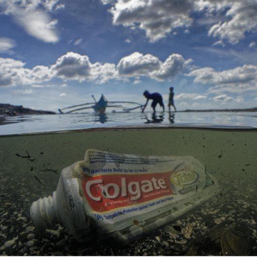 Randy Olson. Planet vs plastic - Siena International Photography Awards 2019