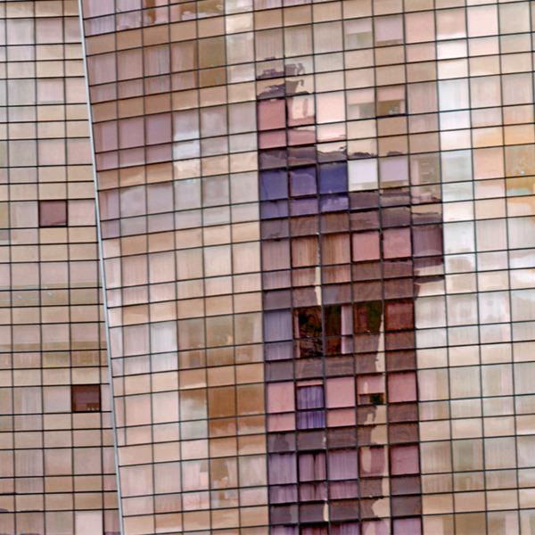 Vibrazioni ed epifanie urbane. Fotografie di Carlo D'Orta, quadri di Virgilio Patarini