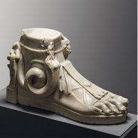 Ai piedi degli dei. L'arte della calzatura tra antica Roma, cinema colossal e moda contemporanea