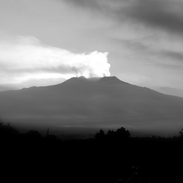 Boiling projects - da Guarene all'Etna. Osservazioni del paesaggio italiano nel terzo millennio di 25 fotografi