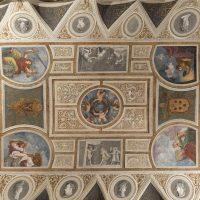 Gli affreschi e le decorazioni a stucco nella Camera del Camin Nero