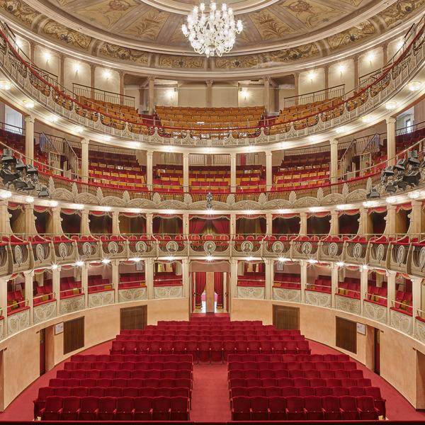 Quando Gigli, la Callas e Pavarotti... I teatri storici del Polesine