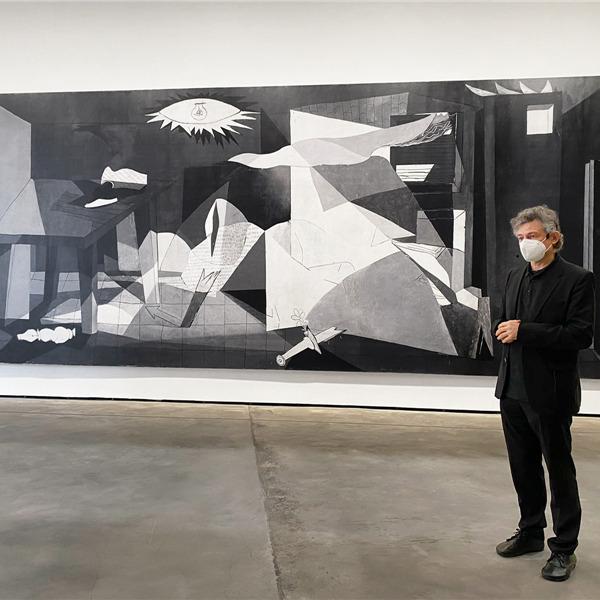 Stampata a Bressanone la reinterpretazione del dipinto Guernica di Picasso firmata da José Manuel Ballester
