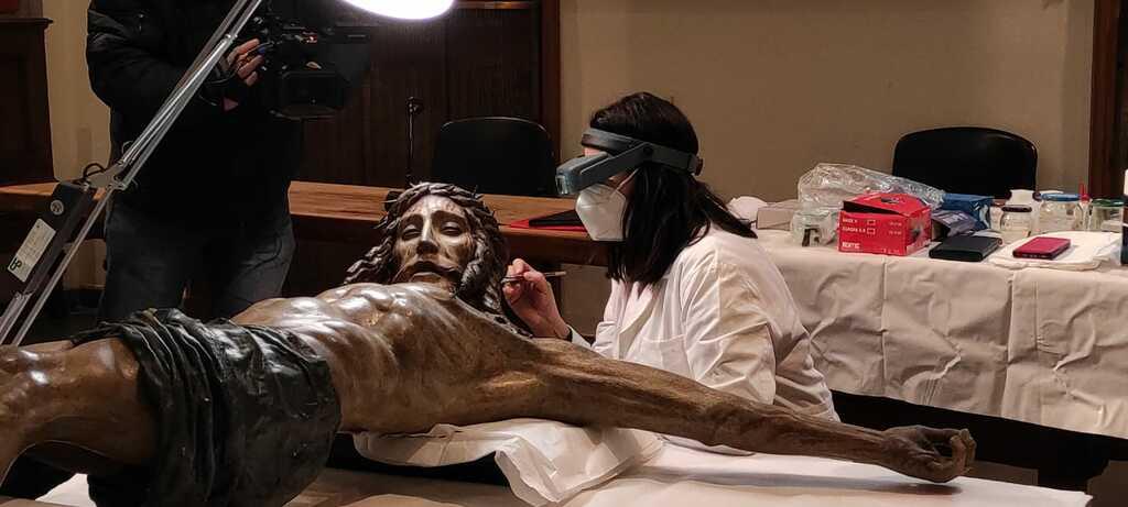 """Il """"Crocifisso"""" restaurato di Francesco da Sangallo esposto all'Ospedale Santa Maria Nuova di Firenze"""