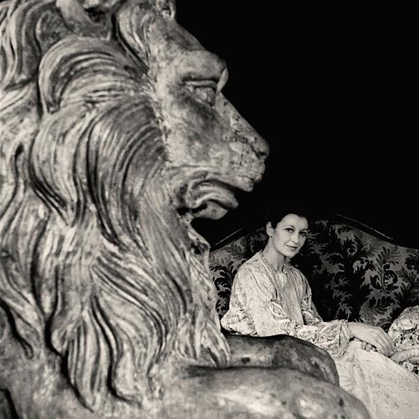 """Augusto De Luca fotografo ed """"esploratore dell'immenso universo dell'arte"""""""