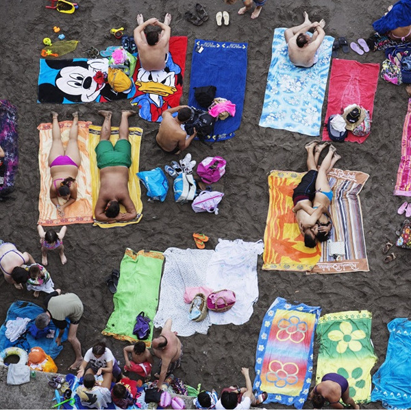 Martin Parr. Back to the beach