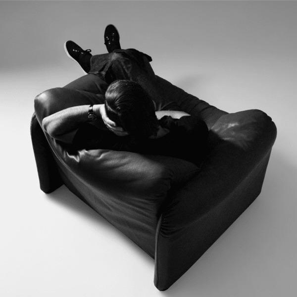 """""""Maralunga"""" il divano dallo schienale pieghevole disegnato da Vico Magistretti"""