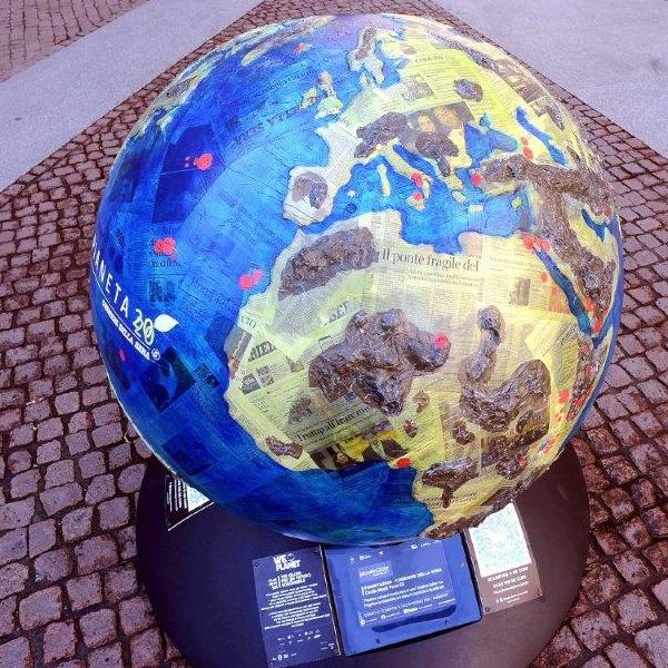 WePlanet - 100 globi per un futuro sostenibile